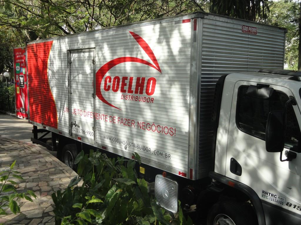 Caminhão* de prêmios Coelho Distribuidor